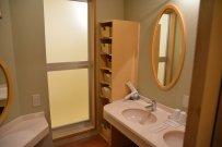 okrągłe lustro w łazience, łazienka